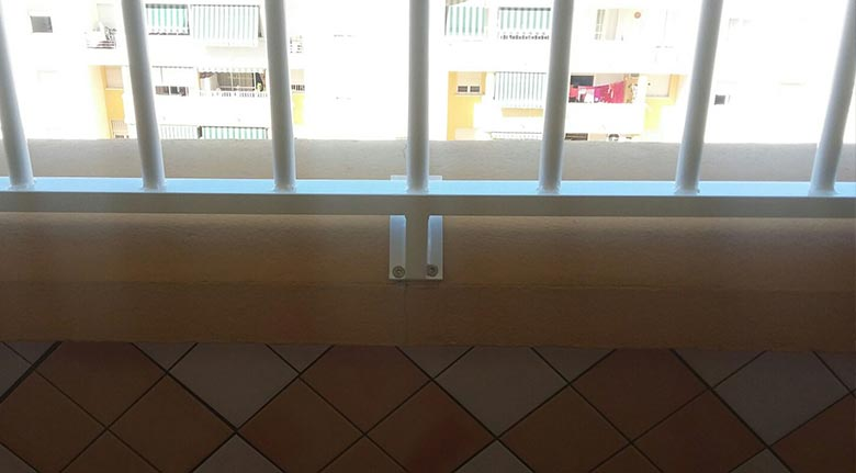 Detalle de barandillas aluminio en Fuengirola