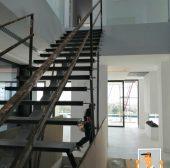 Escaleras de hierro como elemento decorativo industrial
